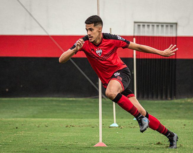 Oliveira, zagueiro do ACG (Foto: Heber Gomes)